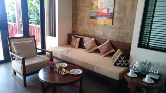Crown Lanta Resort & Spa: Sala da nossa Sunset Ocean Vila!
