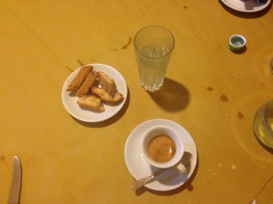 Montecassiano, Italia: Caffè Varnelli e cantuccini
