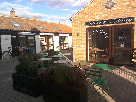 Bingham, UK: Terrace in the sunshine
