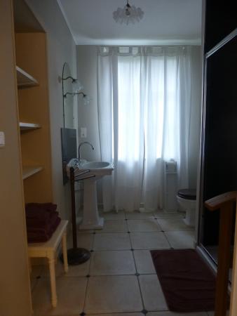 """Couddes, Fransa: salle de bain """"Pinot Noir """""""