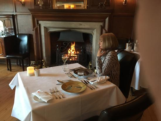 Restaurant 1906: Food by the fire