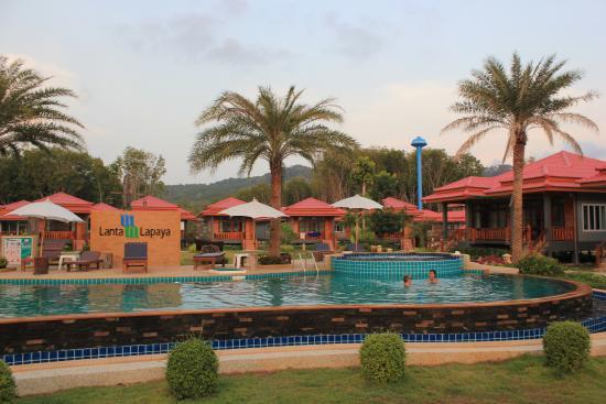 Hotellets romantiska infinity pool.