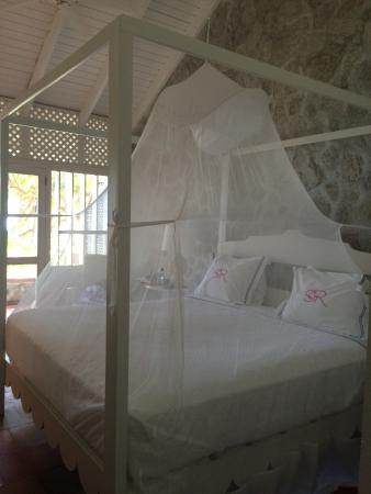 Sugar Reef Bequia: lovely bed and room
