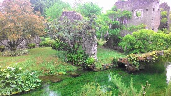 Giardini di ninfa aprile 2016 picture of giardino di - I giardini di ninfa ...
