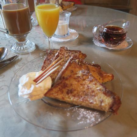 Adamstown, Pensilvania: French toast for breakfast