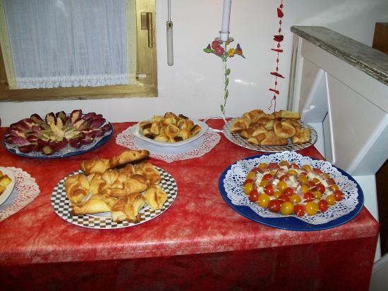 La Garenne-Colombes, Francia: buffet anniversaire