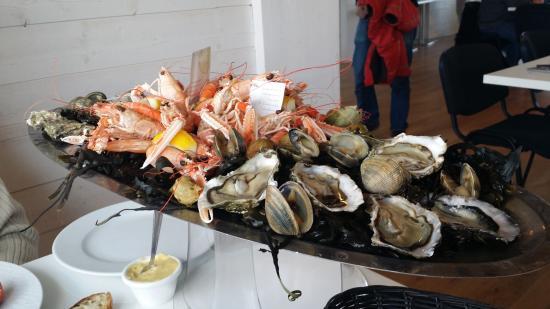 Le Tour-du-Parc, France: Plateau de fruits de mer aux Viviers de Banastere