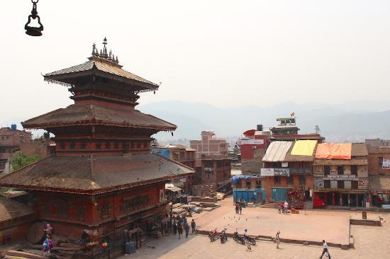 Bhaktapur, Nepal: View of Taumadhi Square