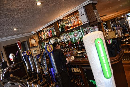 Gretna Green, UK: Enjoy an Ice Cold Heineken