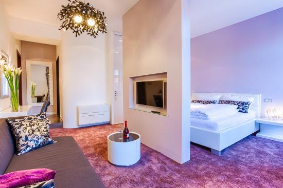 private bathroom picture of starlight luxury rooms split