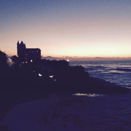 Hotel Palym: Coucher de soleil à Biarritz à 100 mètres de l'hôtel Palym