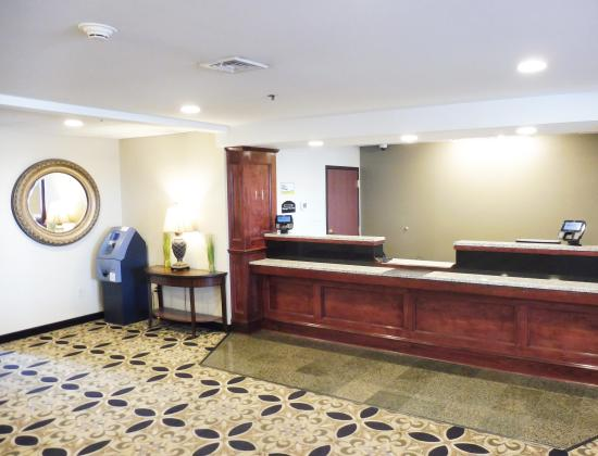 Red Roof Inn Hartford - New Britain: Front Desk