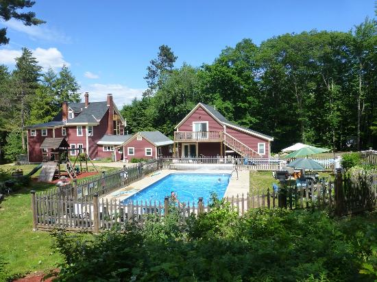 Bartlett Inn: Heated Pool, BBQ, Play Ground