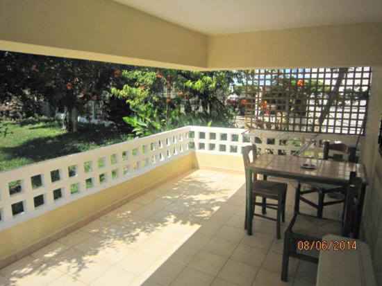 Villa Drossia: ground studio balcony