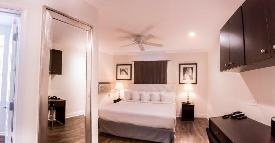 hotel chicago west loop illinois medical district. Black Bedroom Furniture Sets. Home Design Ideas