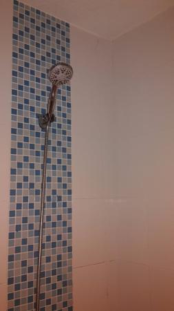 Baan Yuree Resort  and  Spa : Fissure dans la salle de bain