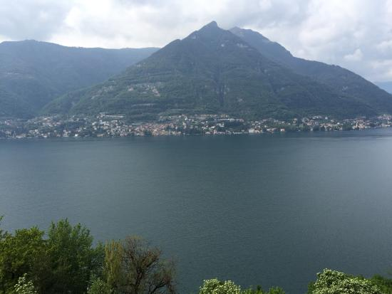 Faggeto Lario, Italia: panorama da terrazza esterna
