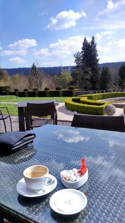 Manoir de Lebioles: Le soleil en prime en ce 2 mai sur la terrasse... Que demander de plus..