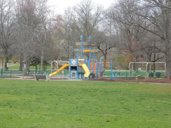 Piscataway, NJ: Children play areas