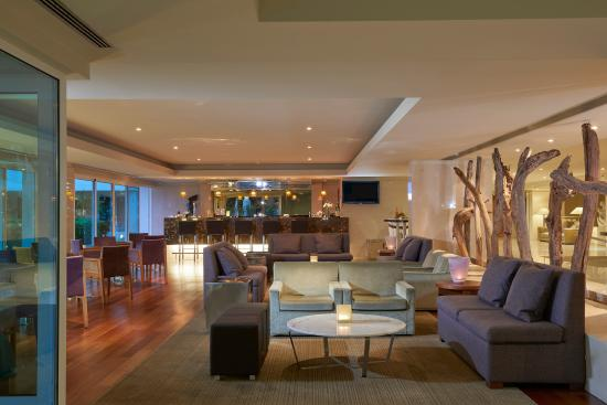 Melia Madeira Mare Resort & Spa: La Luna Bar next to reception