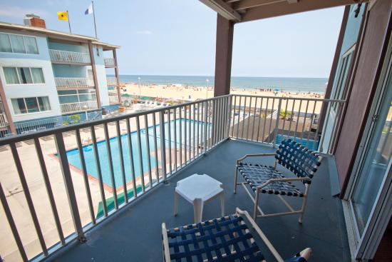 Flagship Oceanfront Hotel Reviews