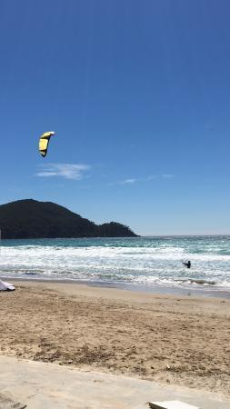 Ceyreste, France: Camping, zwembad in mei. Plage st. Ceyr golfsurfen en kite surfen. Heel vet