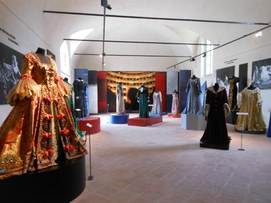 Museo Renata Tebaldi: Raccolta di abiti di scena