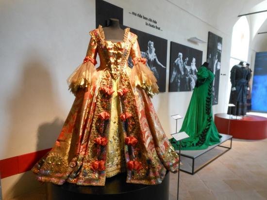 Museo Renata Tebaldi: Abito x Manon