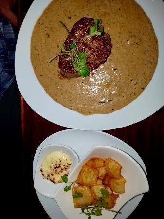 Randburg, Sudáfrica: Steak in peppercorn sauce