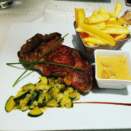 phantastic food and very friendly patrons