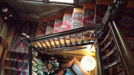 Bacchus House : staircase to guest hallway