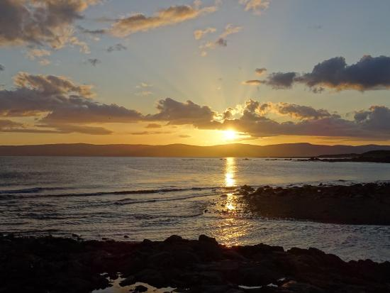 Blackwaterfoot, UK: Sunset from the hotel looking over towards the Kintyre penisula