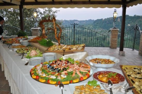 Treglio, Italy: gustare prelibatezze... ammirando i colori tenui del tramonto e all'orizzonte il mare