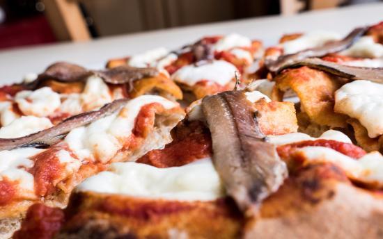 Napoletana con acciughe di Cetara -  In Fucina, il Ristorante che ama la pizza, Roma