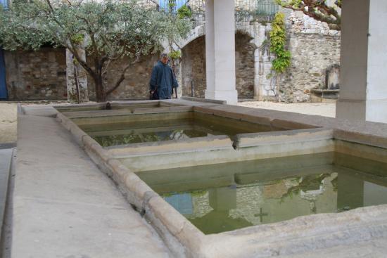 Aigueze, Francia: le lavoir