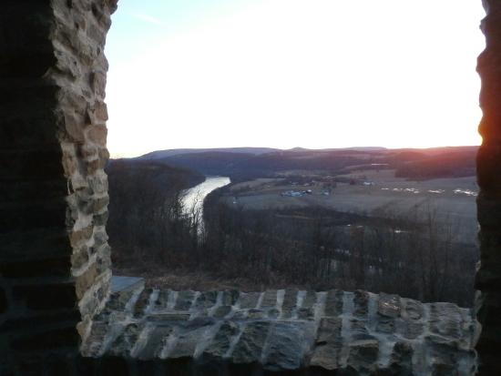 Wyalusing, Πενσυλβάνια: Sunset at the MA...beautiful restored stone work at this overlook.