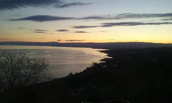 Grandvaux, Suiza: 20160427_205006_large.jpg