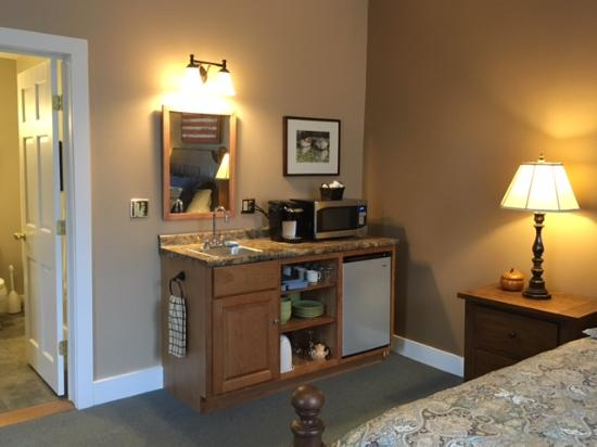 Bristol Suites: South Mt Mini Suite