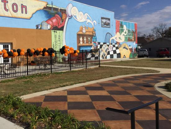 Trenton, TN: Next to mural