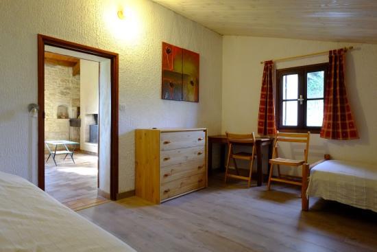 Montagnac-sur-Lede, France : La chambre avec 3 lits