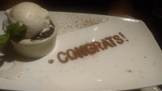 Yard House: Our server surprised us with a special dessert since we were on our honeymoon! Yummy chocolate c