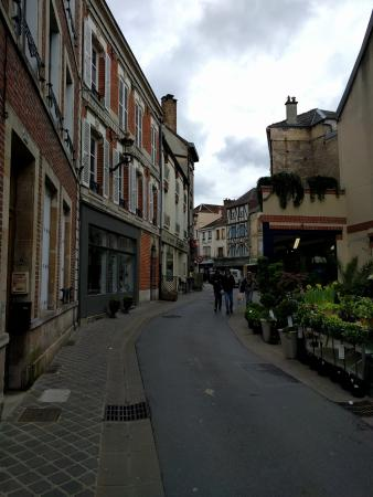 Hotel Le Magellan: Hotel is located in this street, on the left side