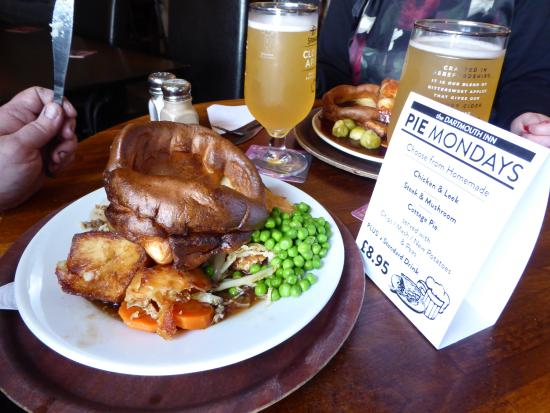 Totnes, UK: The giant Yorkie,the Steak and Ale pie is under there somewhere !