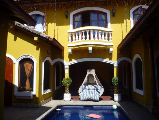 Casa del Agua: Vue de l'entrée. Nous occupions la chambre à droite.