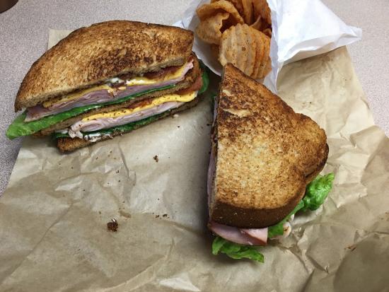 Conroe, Техас: Club sandwich, no tomato, with bruschetta chips