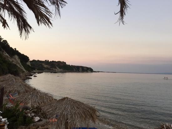 Vasilikos Beach: Kvällsskymning vid strandkanten