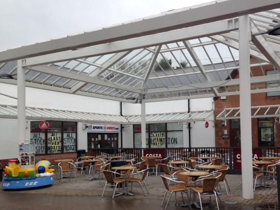 Gretna, UK: Outdoor Seating for eating or drinking...