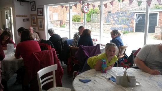 Harleston, UK: Group of walkers enjoy lunch at tearoom
