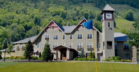 Welcome to the Calabogie Peaks Hotel