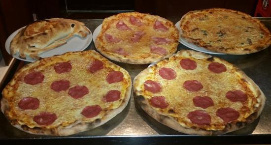5 tolle xxl pizza s picture of ristorante la romantica sindelfingen tripadvisor. Black Bedroom Furniture Sets. Home Design Ideas